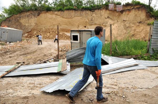 Киевляне выступили против стройки из-за которой разрушают гору Щекавицу на Подоле. Фото: Владимир Бородин/The Epoch Times Украина