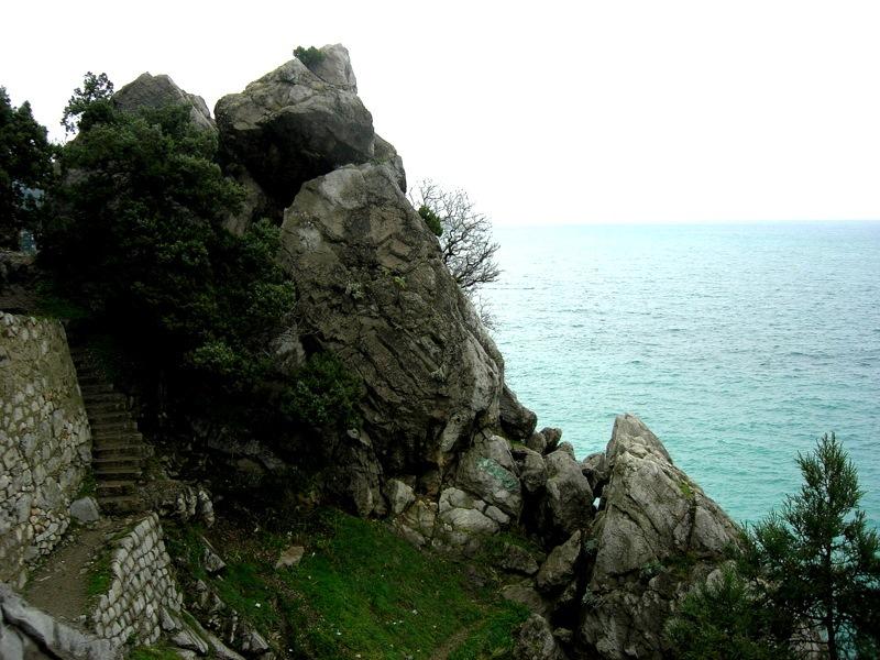 Скалы на побережье Симеиза. Фото: Алла Лавриненко/The Epoch Times Украина