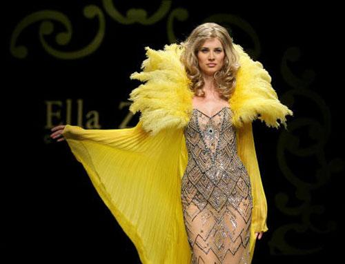 Все фото: Новейшая коллекция одежды сезона осень-зима от ливанского модельера Ella Zahlan. Фото: FILIPPO MONTEFORTE/AFP/Getty Images
