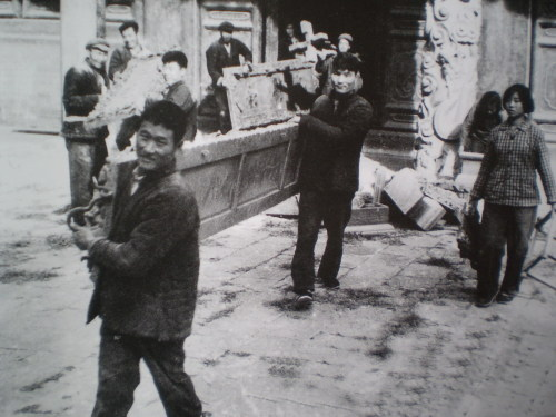 Деревянные таблички из храма Конфуция были сожжены. Фото с aboluowang.com