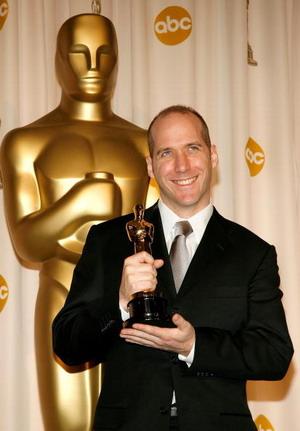 Майкл Арндт (Michael Arndt) переміг в номінації 'Кращий оригінальний сценарій' в роботі над фільмом 'Маленька міс Щастя' (Little Miss Sunshine). Фото: Vince Bucci/Getty Images