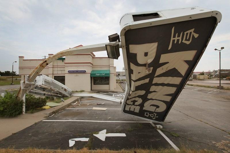 Поврежденный смерчем ресторан. Фото: Scott Olson/Getty Images