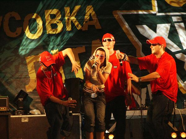 Співачка Йолка і група Bad Balance в «Сармат хіп-хоп турі» по 15 містах Україні, 2005 рік Фото: xxzp.biz