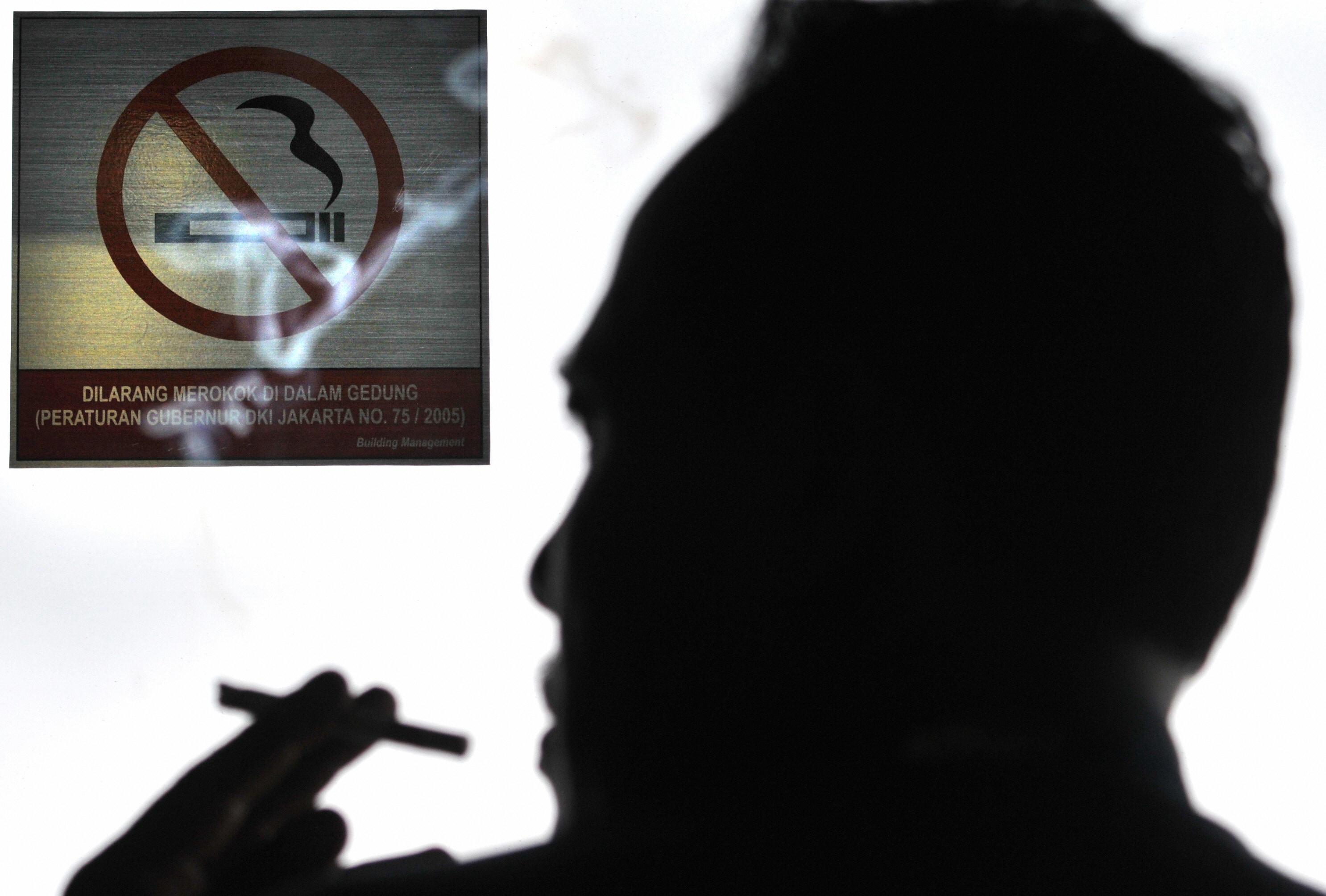 В Украине введут запрет на курение в общественных местах