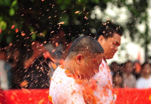 Фотоогляд: «Томатна війна» відбулась в провінції Гуадун