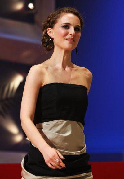 Прикраси і аксесуари зірок на Канському кінофестивалі у Франції. Фото: Sean Gallup/Getty Images