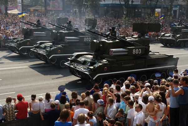 Парад войск в Киеве по случаю 17 годовщины Дня независимости Украины. Фото: Владимир Бородин/The Epoch Times