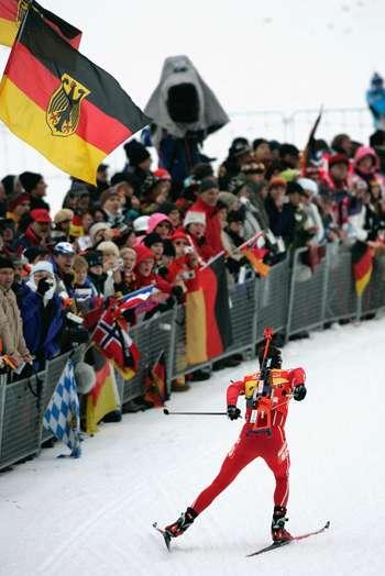 У Рупольдінгу (Німеччина) в рамках п'ятого етапу Кубка світу з біатлону пройшла чоловіча спринтерська гонка на 10 км. Фото: OLIVER LANG/AFP/Getty Images