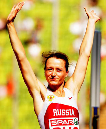 Мюнхен. Німеччина. Росіянка Yelena Slesarenko з Росії святкує перемогу в жіночих стрибках у висоту на Кубку Європи-2007 по легкій атлетиці. Фото: Ian Walton/Getty Images