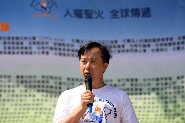 7 июня. Город Каосюн (Тайвань). Заместитель председателя азиатского отделения КРПФ г-н Цзю Хуаньчжуан выступил с речью. Фото с minghui.org