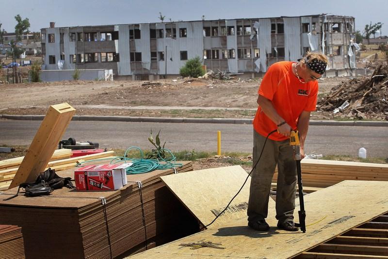 Поврежденные дома восстанавливаются. Фото: Scott Olson/Getty Images
