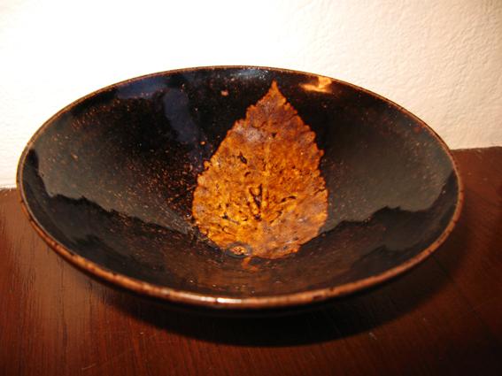 Китайський антикваріат: чаша з осіннім листом. Фото: Тарас Литвин