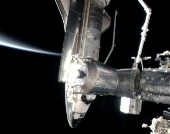 Шатл «Атлантіс» зробив стиковку з МКС. Фото: NASA via Getty Images