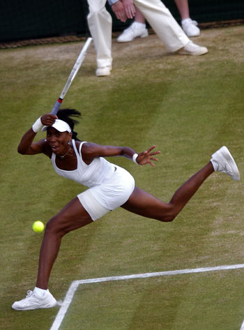 Американка Вінас Уїльямс (Venus Williams) під час фінальної гри на Уїмблдонському турнірі. Фото: GLENN CAMPBELL/AFP/Getty Images