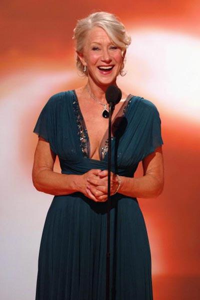 Американська актриса Гелен Міррен (Helen Mirren) отримала відразу дві премії 'Золотий глобус' - за головну жіночу роль у телесеріалі 'Єлизавета I' і за головну жіночу роль у фільмі 'Королева' Фото: Bob Long/HFPA via Getty Images