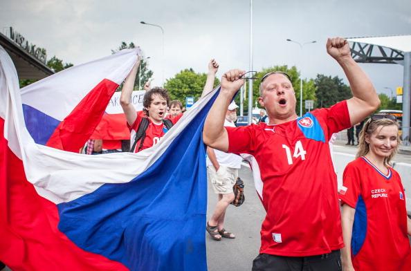 Болельщики сборной Чехии после прибытия в Варшаву из Праги 21 июня до начала четвертьфинального матча Чехия — Португалии. Фото: WOJTEK RADWANSKI/AFP/Getty Images