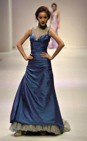 Колекція жіночого одягу на тижні моди у Гонконгу. Фото: Getty Images