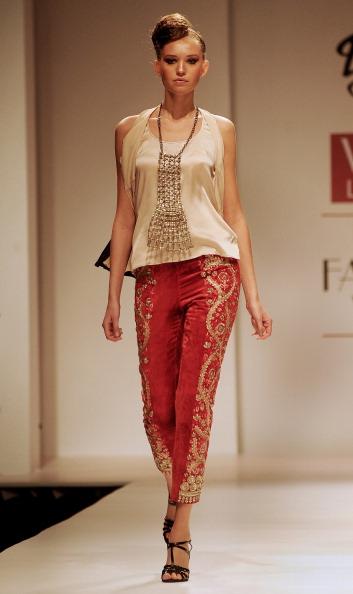 Показ колекції від Доллі Джей (Dolly J) на Тижня моди в Індії. Фото: RAVEENDRAN / AFP / Getty Images