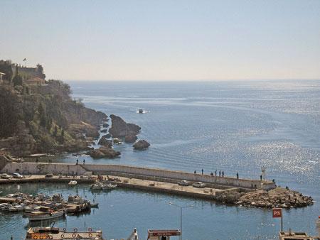 Анталійський порт. Фото: Олена Підсосонна