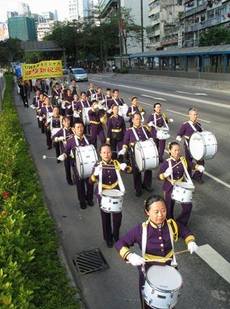 На фото показана група барабанщиків, які беруть участь у ході. Фото: Велика Епоха