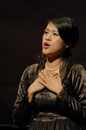 Учасники «Міжнародного конкурсу китайських вокалістів» демонструють свою майстерність. Фото з epochtimes.com