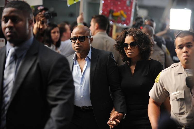 Брат и сестра Майкла Джексона, Рэнди Джексона и Джанет Джексон прибыли 27 сентября 2011 в Верховный суд Лос-Анджелеса, чтобы услышать вступительное заявление по поводу непреднамеренного убийства его сына. Фото: Робин Бек / Getty Images