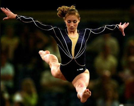 Амстердам, НІДЕРЛАНДИ: Українка Iryna Krasnianska виступає під час чемпіонату Європи із спортивної гімнастики. Фото ARIS MESSINIS/AFP/Getty Images