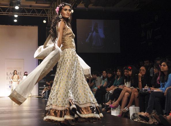 Індійський Тиждень моди у Мумбаї. Фото: STRDEL/AFP/Getty Images