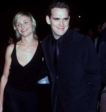 Камерон Диаз с бой-френдом Мэттом Диллоном на премьере фильма «Вход и выход», в котором играл её парень, 1997 год. Фото: Getty Images