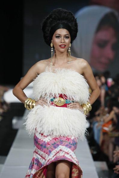 Презентація колекції від Denny Wirawan на Тижні моди 2010 в Джакарті. Фото Ulet Ifansasti/Getty Images for Jakarta Fashion Week