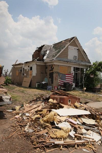 Зруйнований смерчем будинок. Фото: Scott Olson/Getty Images
