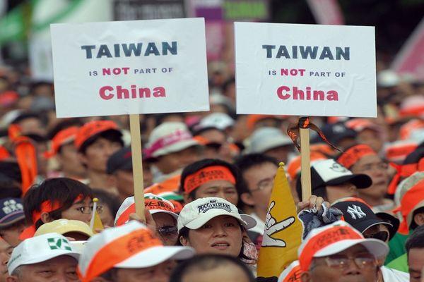 Сотні тисяч тайванців протестують проти зближення Тайваню з комуністичним Китаєм. 30 серпня. Тайбей. Фото: AFP PHOTO/Sam YEH