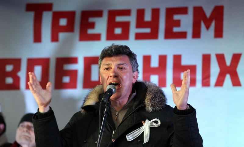 Бывший член кабинета министров Борис Немцов выступает на протесте оппозиции 10 декабря 2011 года против выборов в Госдуму 4 декабря. Фото: Алексей Сазонов/Getty Images