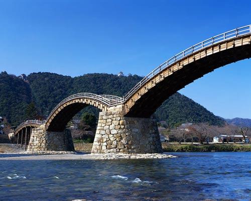 Мост через реку, Япония.