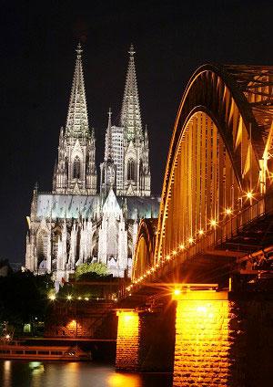 Кельнський міст і Домський собор у вечірньому сяйві. Фото: Майкл Озакі/Велика Епоха