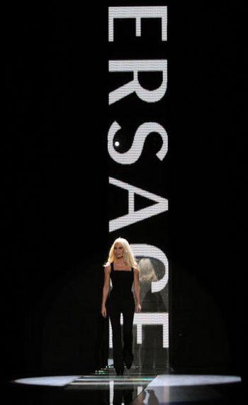 Итальянский дизайнер Донателла Версаче (Donatella Versace). Фото: GIUSEPPE CACACE/AFP/Getty Images