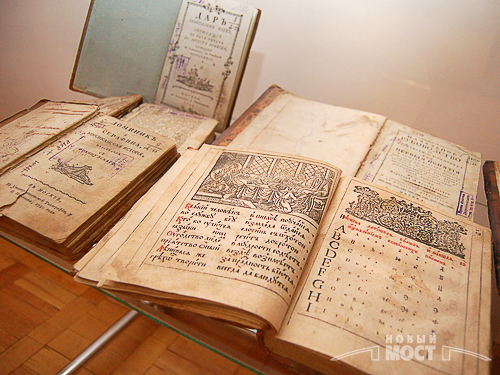 Виставка раритетних книг у Дніпропетровську. Фото: ІА Новий міст