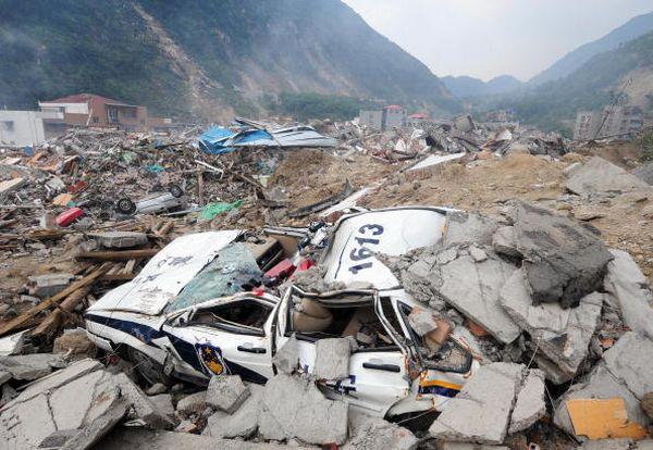 27 мая, уезд Бэйчуань провинции Сычуань. От землетрясения пострадали десятки тысяч домов. Фото: FREDERIC J. BROWN/AFP/Getty Images