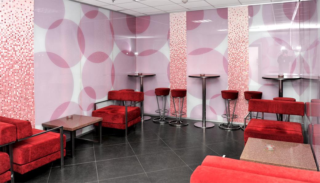 Кімната для куріння в аеропорту «Бориспіль».