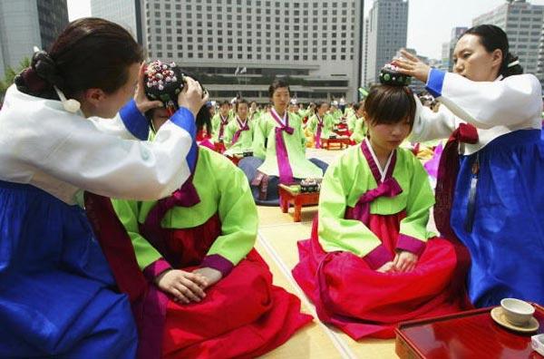 «Ритуал совершеннолетия» в Южной Корее. Фото с renminbao.com