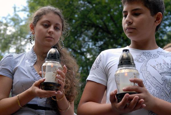 Роми вшанували пам'ять своїх близьких, розстріляних у Бабиному Яру. Фото: Володимир Бородін/The Epoch Times