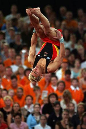 Амстердам, НІДЕРЛАНДИ: Matthias Fahrig з Німеччини виступає під час чемпіонату Європи із спортивної гімнастики. Фото ARIS MESSINIS/AFP/Getty Images
