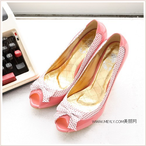 Туфлі з відкритим носком.фото з epochtimes.com