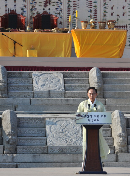 Выступление президента Южной Кореи Ли Мён Бака на торжественной церемонии. Фото: KIM JAE-HWAN/AFP/Getty Images