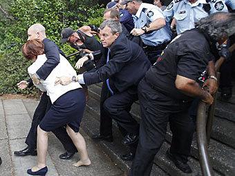 Премьер-министр Австралии спасалась бегством от разъярённых аборигенов