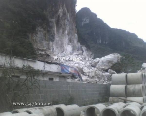 Горный обвал в уезде Фэньшань Гуанси-Чжуанского автономного района. 23 ноября 2008 г. Фото: epochtimes.com