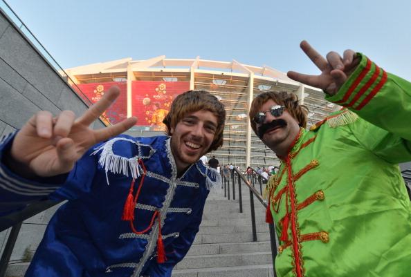 Фаны сборной Англии перед матчем Англия — Италия 24 июня 2012 года, Олимпийский стадион в Киеве. Фото: SERGEI SUPINSKY/AFP/Getty Images