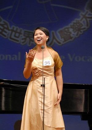 Владарка першого призу в категорії жіноче бельканто Го Цзіньхуей з Канади. Фото: Дай Бінь/Велика Епоха