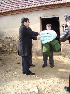 «Начальники уже на месте, начинаем…». Фото: kanzhongguo.com