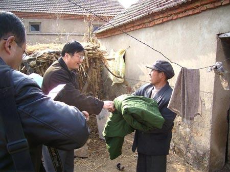 «Всем начальникам дается шанс сняться отдельно. В очередь, пожалуйста». Фото: kanzhongguo.com